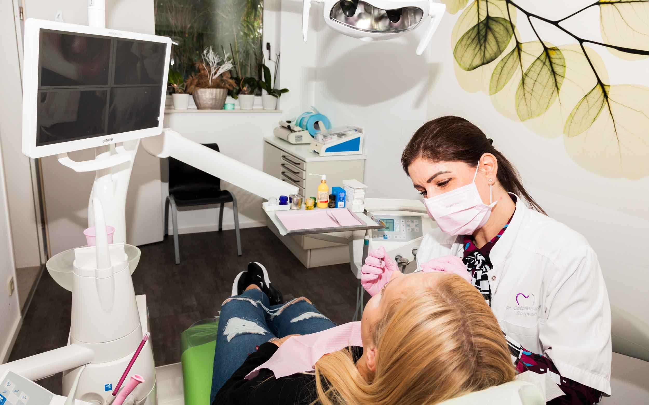 Behandlungszimmer - Zahnarztpraxis Dr. medic. stom. Bocova